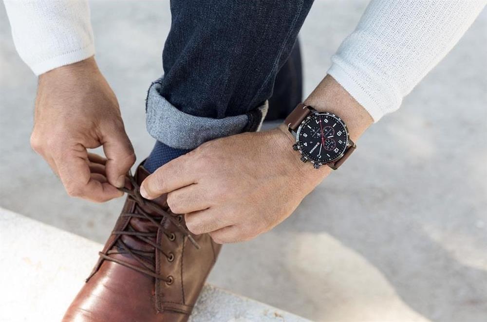 eaf3e6c24db9 Cuando pensamos en accesorios para hombres inmediatamente se nos viene a la  mente la imagen de un reloj. Y es que los relojes de pulsera han sido un  clásico ...